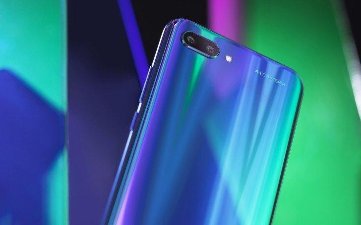 Вне Китая смартфон Honor 10 предложен с 4 ГБ ОЗУ