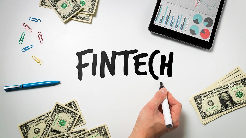 Финтех-дайджест: блокчейн-смартфон от HTC, определение платежеспособности по марке телефона и регулирование ICO в России - 1