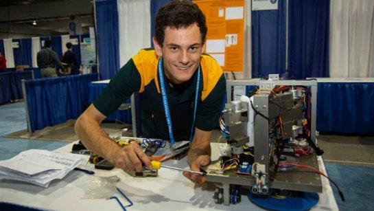 Автономный роботизированный очиститель окон занимает первое место в Intel ISEF