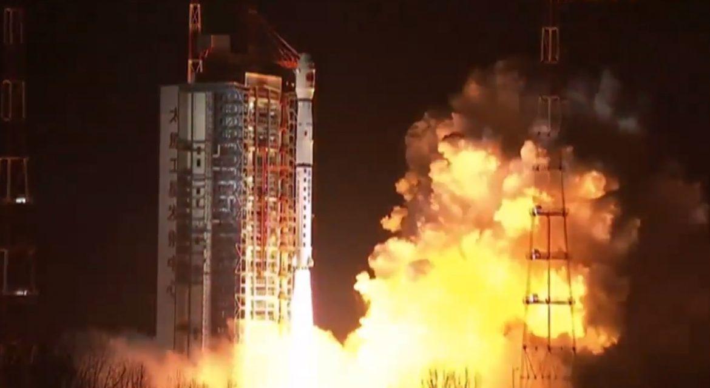 Китай запустил спутник Queqiao для связи с грядущей лунной миссией - 1
