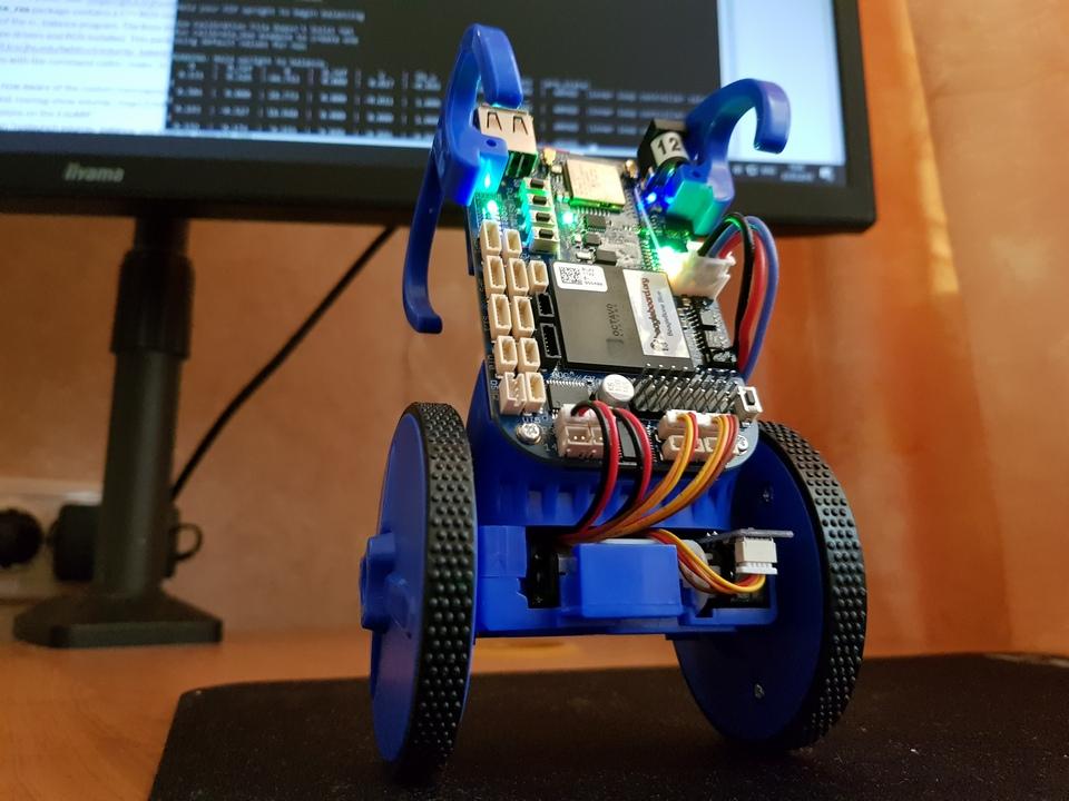 Комплект для сборки самобалансирующего робота EduMip на основе BeagleBone Blue. Распаковка и сборка. Часть 1 - 1