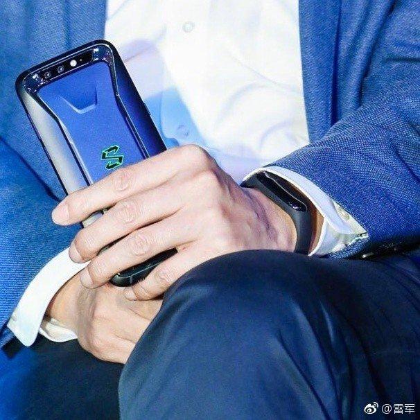 Генеральный директор Xiaomi подтвердил, что показал браслет Mi Band 3 еще в середине апреля