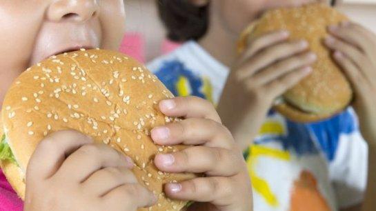 Звезды YouTube могут побудить детей употреблять больше калорий
