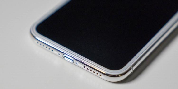 Apple решила отказаться от ЖК-экранов для iPhone со следующего года