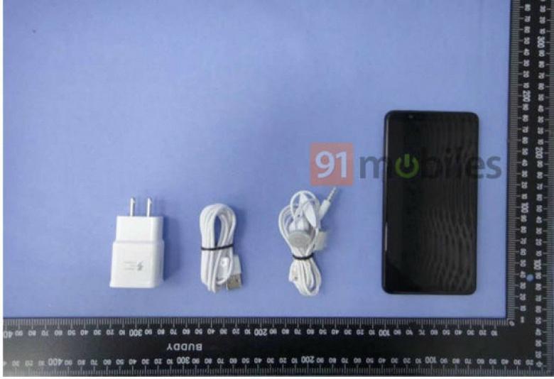 На новых снимках смартфон Samsung Galaxy A9 Star виден со всех сторон