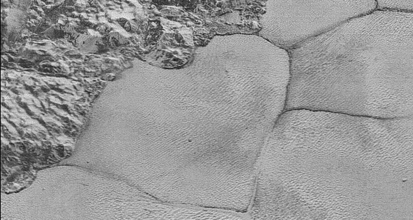 На Плутоне нашли метановые дюны
