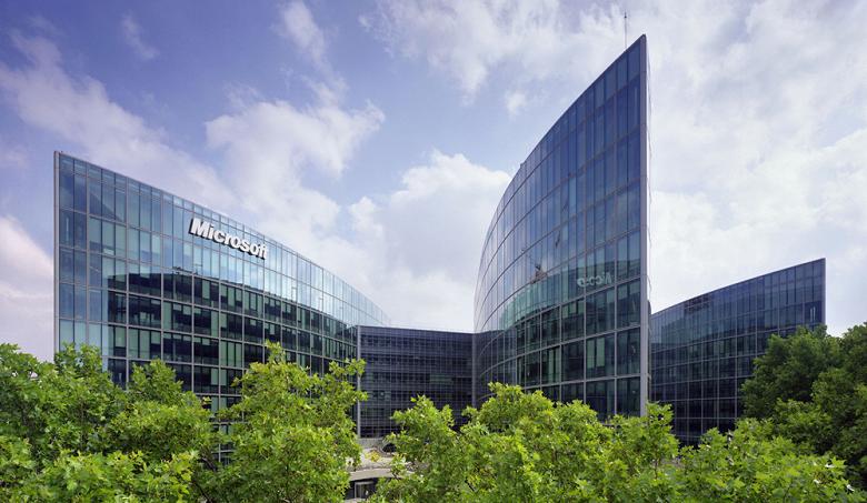 Акции Microsoft выросли до $100 впервые с момента основания компании