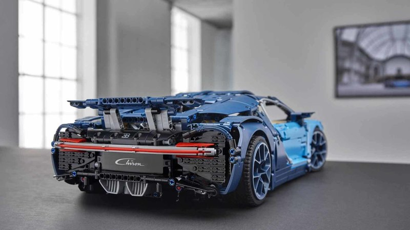 Конструктор Bugatti Chiron из 3599 деталей