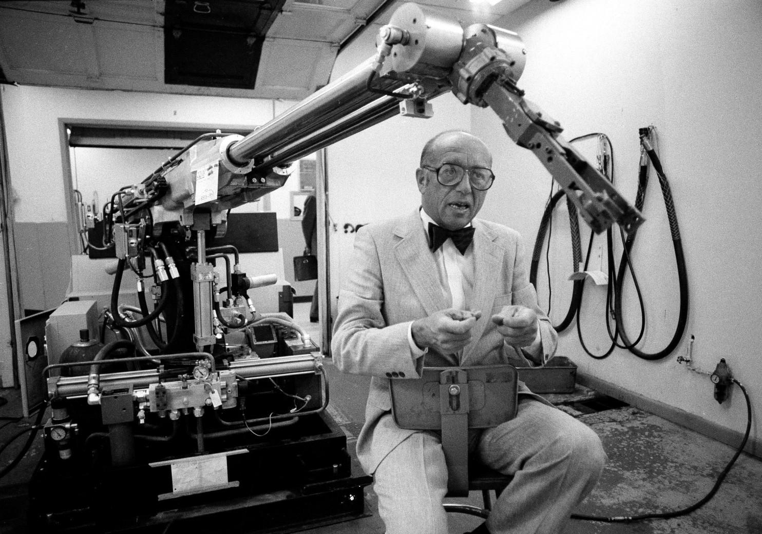 Промышленной роботехнике — 57 лет! Вспомним, откуда ведется отсчет - 3
