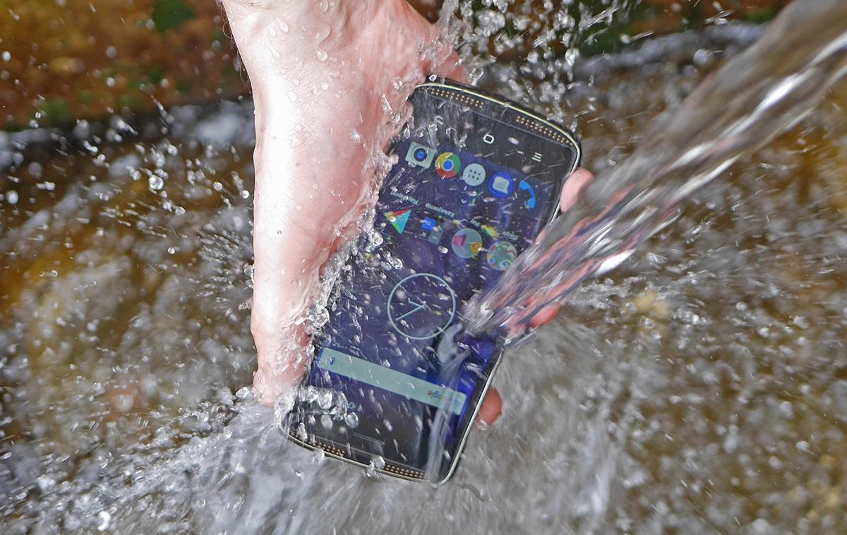 Защищённые смартфоны: кому это нужно и чем они друг от друга отличаются? - 1