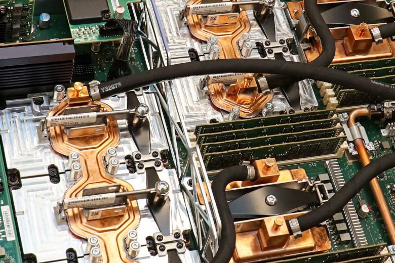 В Национальной лаборатории Ок-Ридж запустили самый быстрый в мире суперкомпьютер Summit - 1
