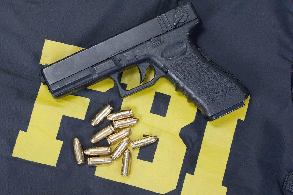 Во Флориде год не проверяли покупателей оружия по базе ФБР потому что забыли пароль - 1