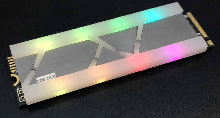 Computex 2018: модули памяти DDR4 и SSD-накопители с подсветкой на стенде KLEVV