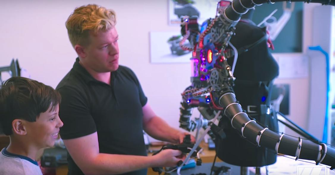19-летний криптомиллионер построил «костюм Доктора Осьминога»