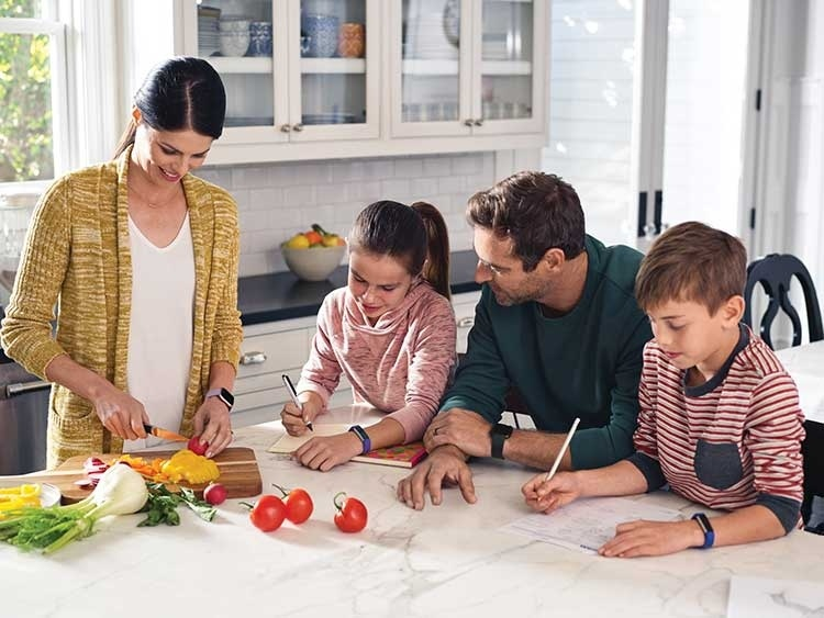 Fitbit начала продажи детского фитнес-трекера Ace по цене 0