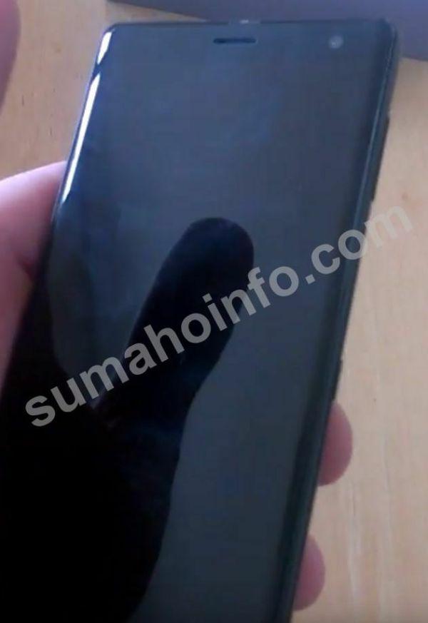 В Сеть слили первые фотографии смартфона Sony Xperia XZ3