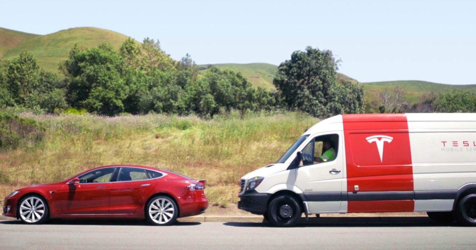 Сотрудника Tesla поймали спящим за рулём
