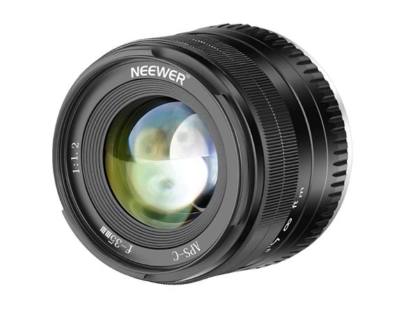 Объектив Neewer с фокусным расстоянием 35 мм и максимальной диафрагмой F/1,2 для беззеркальных камер стоит 120 долларов