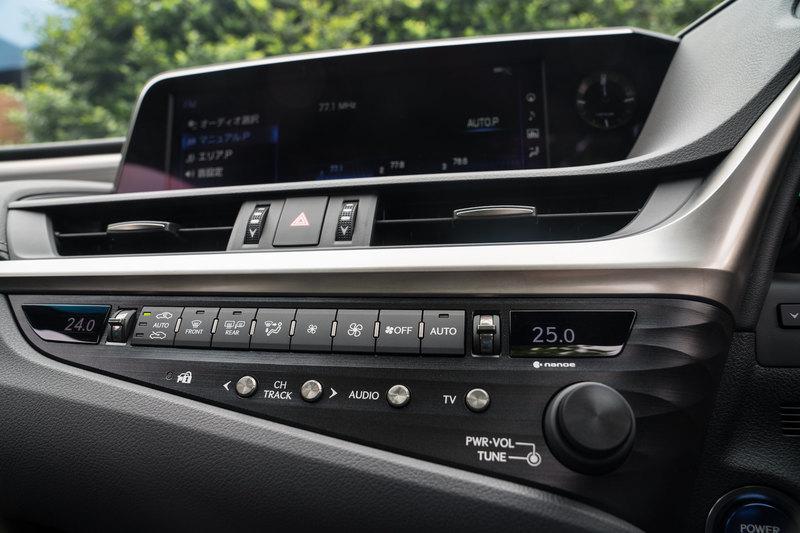 За двоих: тест нового Lexus ES