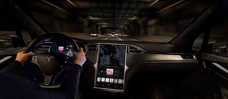 Владельцы автомобилей Tesla теперь могут удалённо ограничивать максимальную скорость машины