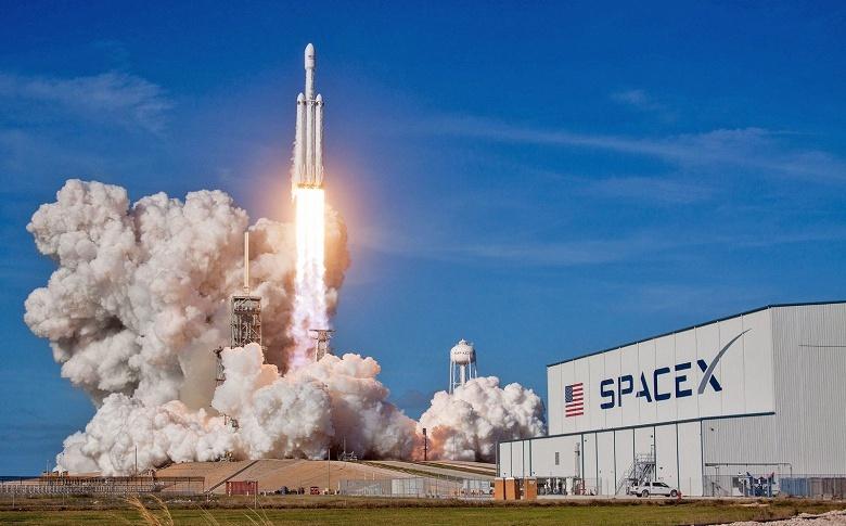SpaceX заполучила первый военный контракт для ракеты Falcon Heavy