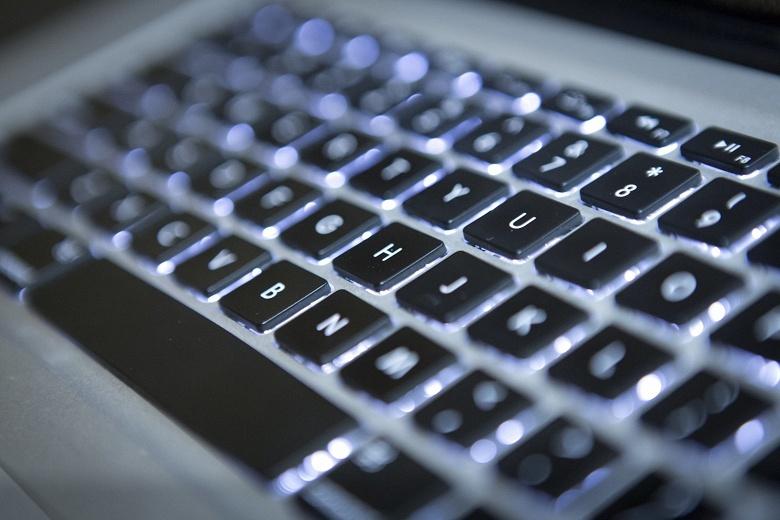 Apple отремонтирует «залипающие» клавиатуры MacBook и MacBook Pro