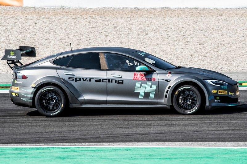 Electric GT показала первую готовую к гонкам Tesla Model S