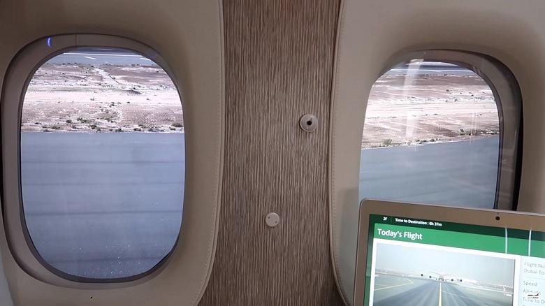 Emirates Airline тестирует самолет с экранами OLED вместо иллюминаторов