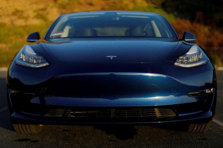 Увеличение выпуска электромобилей Tesla Model 3 привело к нехватке аккумуляторных батарей