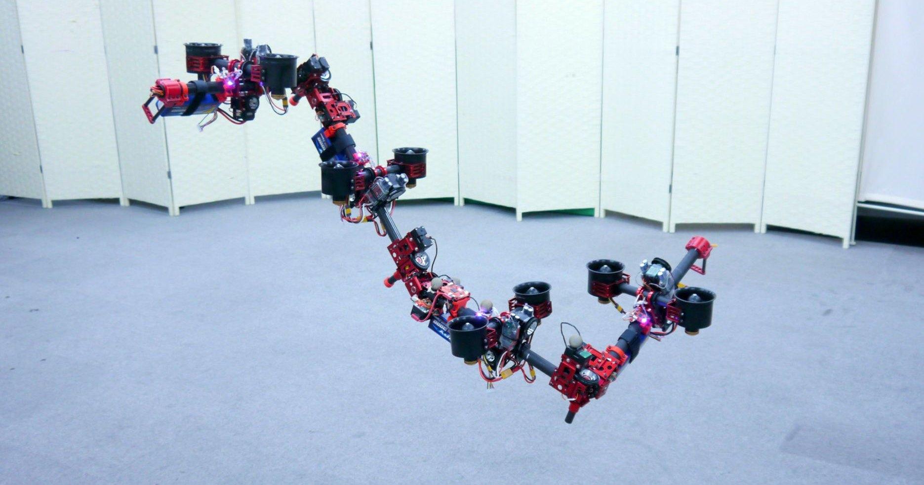 Японцы создали летающего «дракона», состоящего из независимых частей