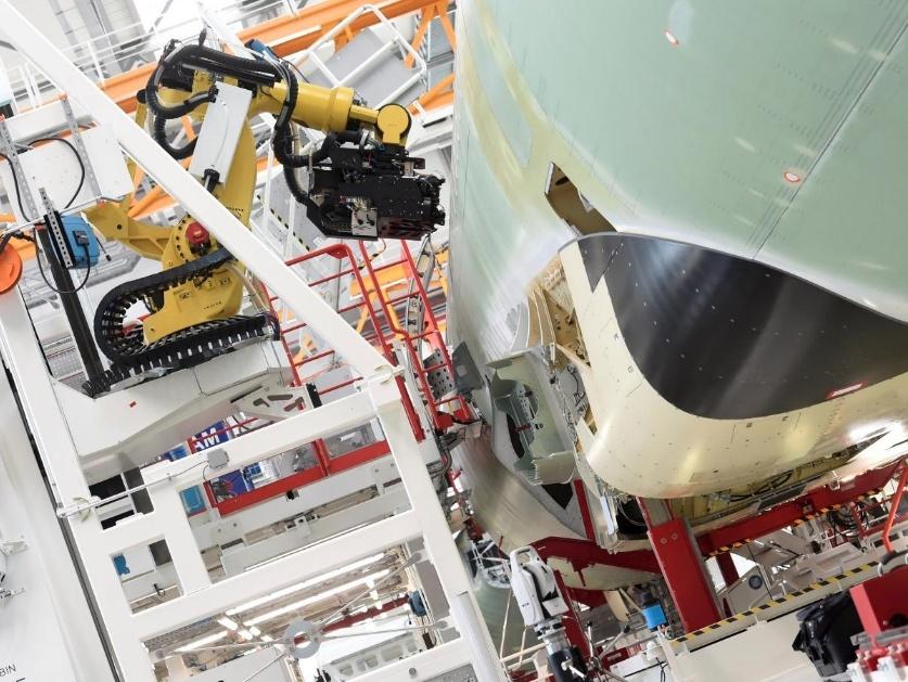 Самолеты станут надежнее? Авиастроители внедряют роботов на предприятия - 2