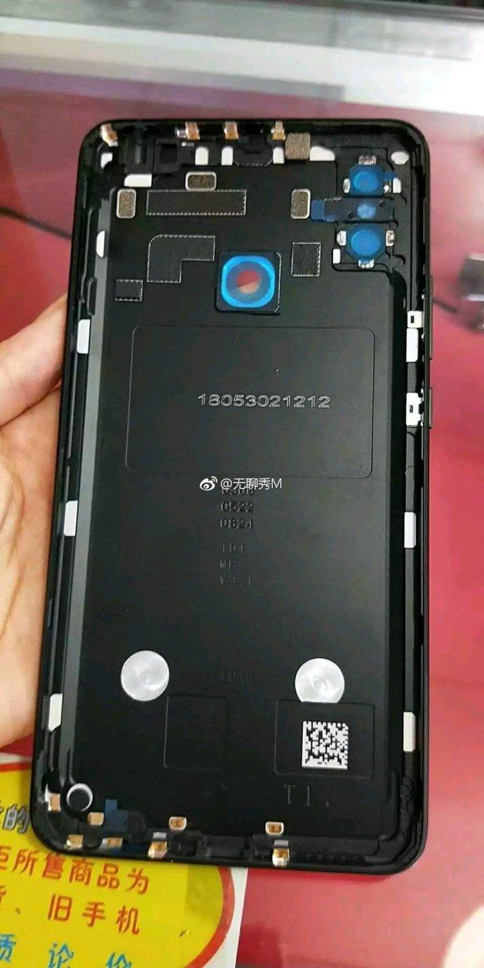 Огромный Xiaomi Mi Max 3 показался на живых фото - 2