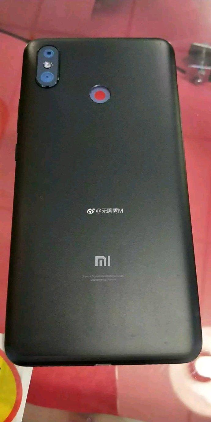Огромный Xiaomi Mi Max 3 показался на живых фото - 1