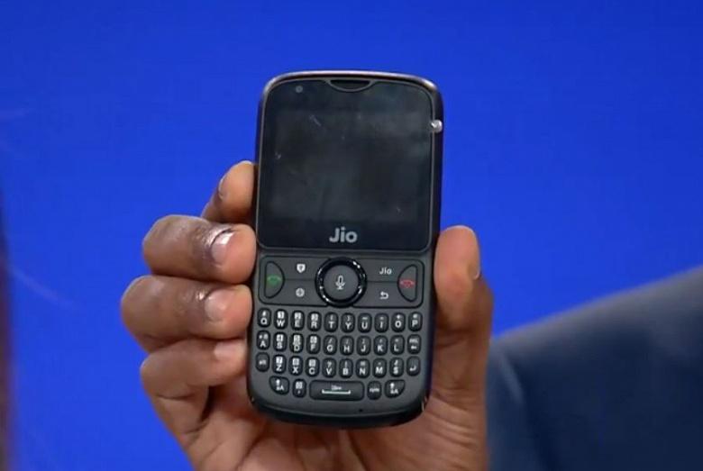 Смартфон JioPhone 2 оснащен клавиатурой QWERTY и поддерживает две карточки SIM