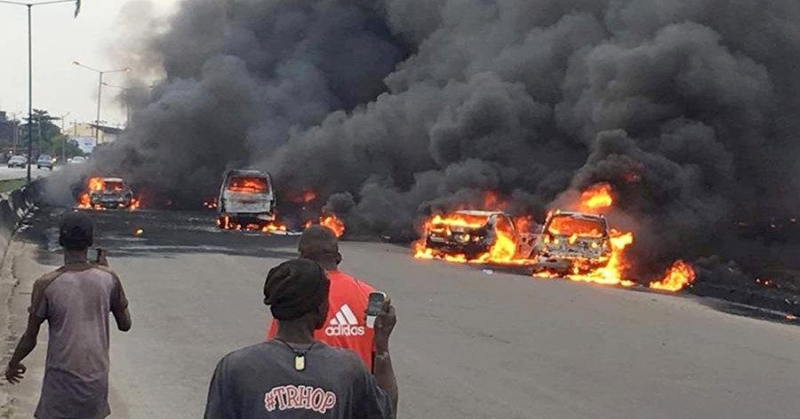 От взрыва цистерны сгорели 50 машин (видео)