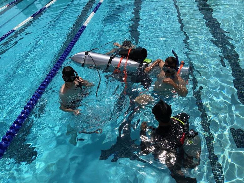 Фотогалерея дня: Илон Маск показал миниатюрную подводную лодку - 1