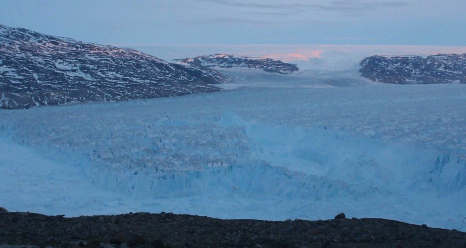 Разрушение ледника: видео