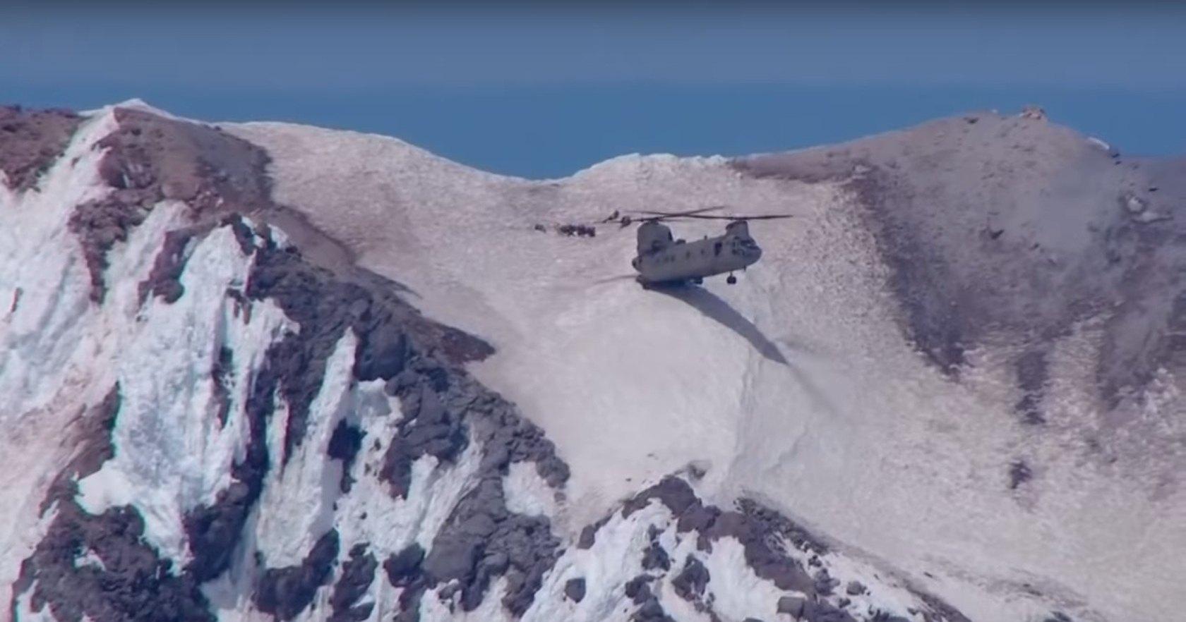 Как посадить вертолет на отвесном горном склоне?