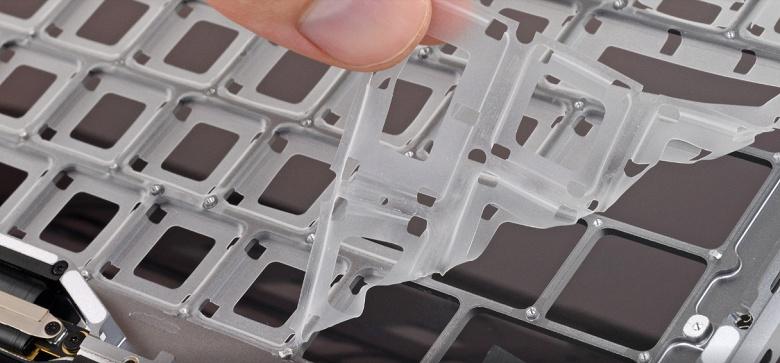 Подтверждено iFixit. Клавиатуры в новых MacBook Pro действительно лучше защищены от пыли