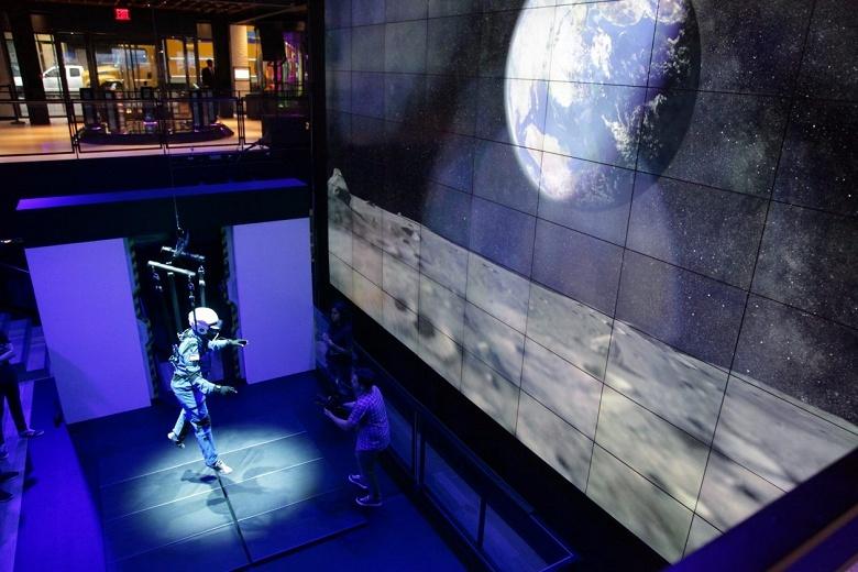 Samsung использовала тренажёр NASA для создания симулятора астронавта на Луне