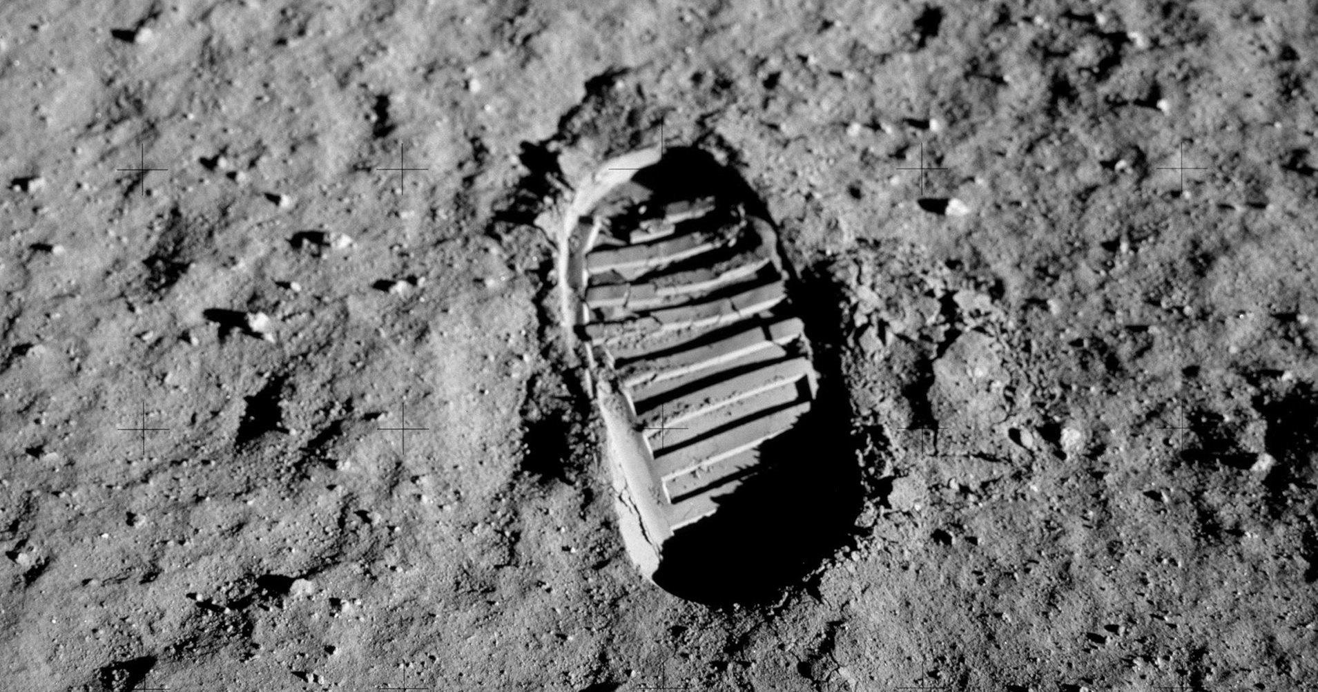 Ученые рассказали, как изменится походка человека на Луне