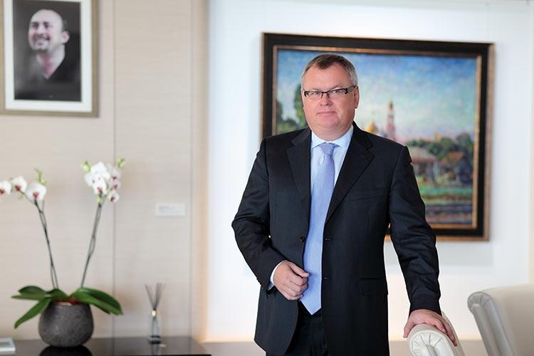 ВТБ планирует открыть в Москве пилотный офис без персонала