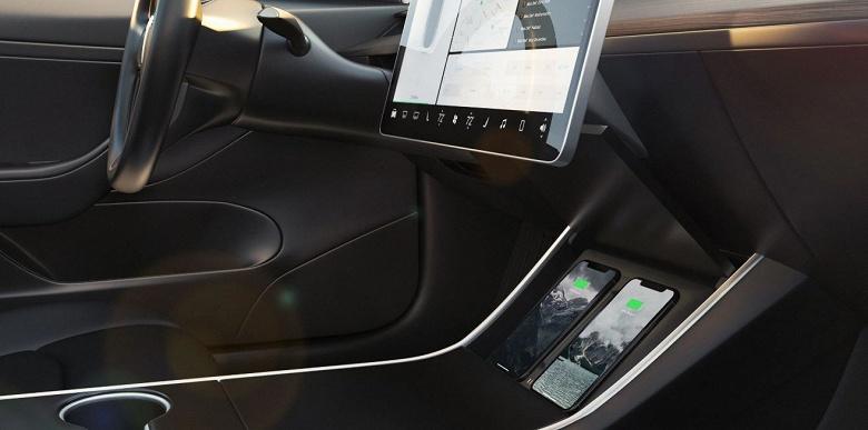 Беспроводная зарядка Nomad для Tesla Model 3 стоит $130, но электромобиль ею зарядить нельзя