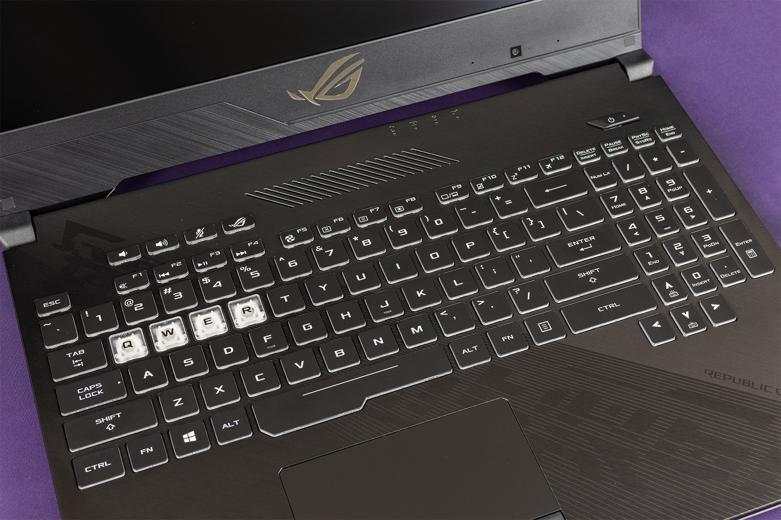Обзор игровых ноутбуков ASUS ROG Strix GL504GS SCAR II и ASUS ROG Strix GL504GM HERO II - 33
