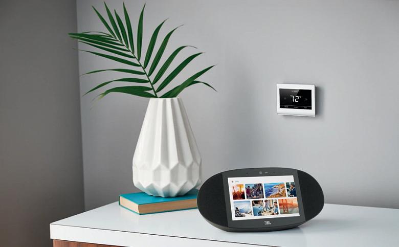 JBL выпускает свою первую умную колонку с экраном и Google Assistant