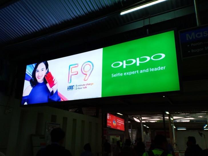 Пятиминутной зарядки хватает селфифону Oppo F9 для двух часов разговоров