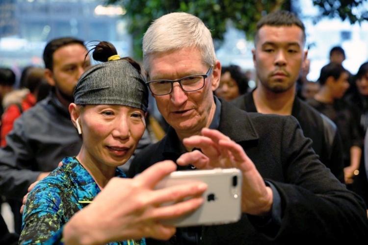 Глава Apple назвал капитализацию в $1 трлн вехой, но не целью