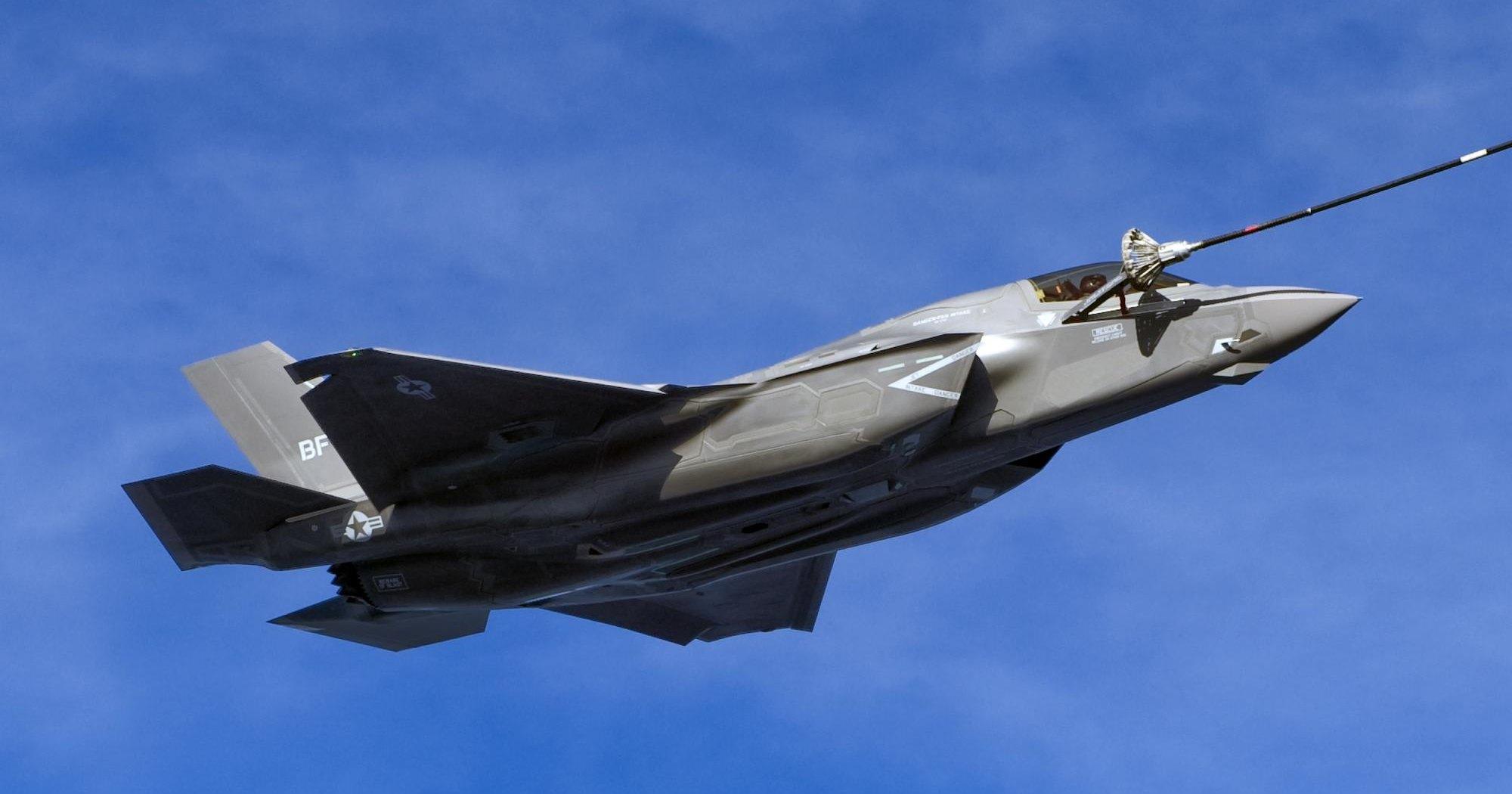 Неудачная заправка F-35 попала на видео