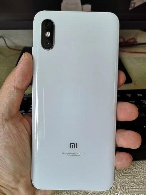 Появились фотографии смартфона Xiaomi Mi 8X, который в итоге станет моделью Mi A3