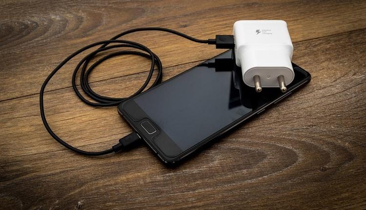 В ЕС могут быть приняты меры по внедрению стандарта на мобильные зарядные устройства